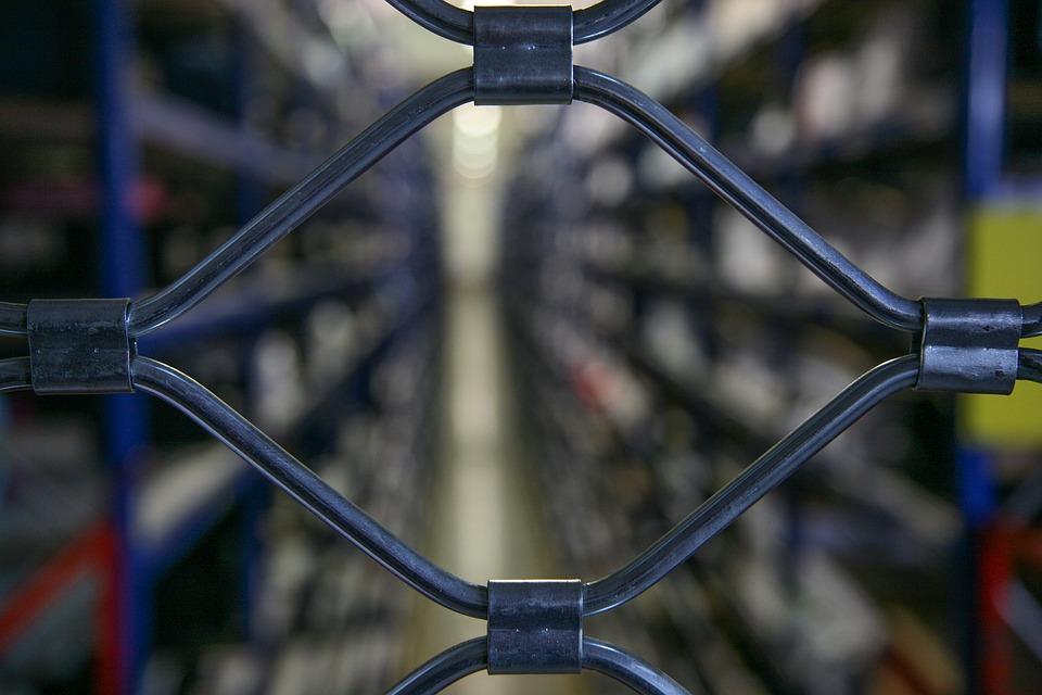 Dpcm: Confesercenti, chiusura negozi nei centri commerciali è un grave errore, governo intervenga e corregga