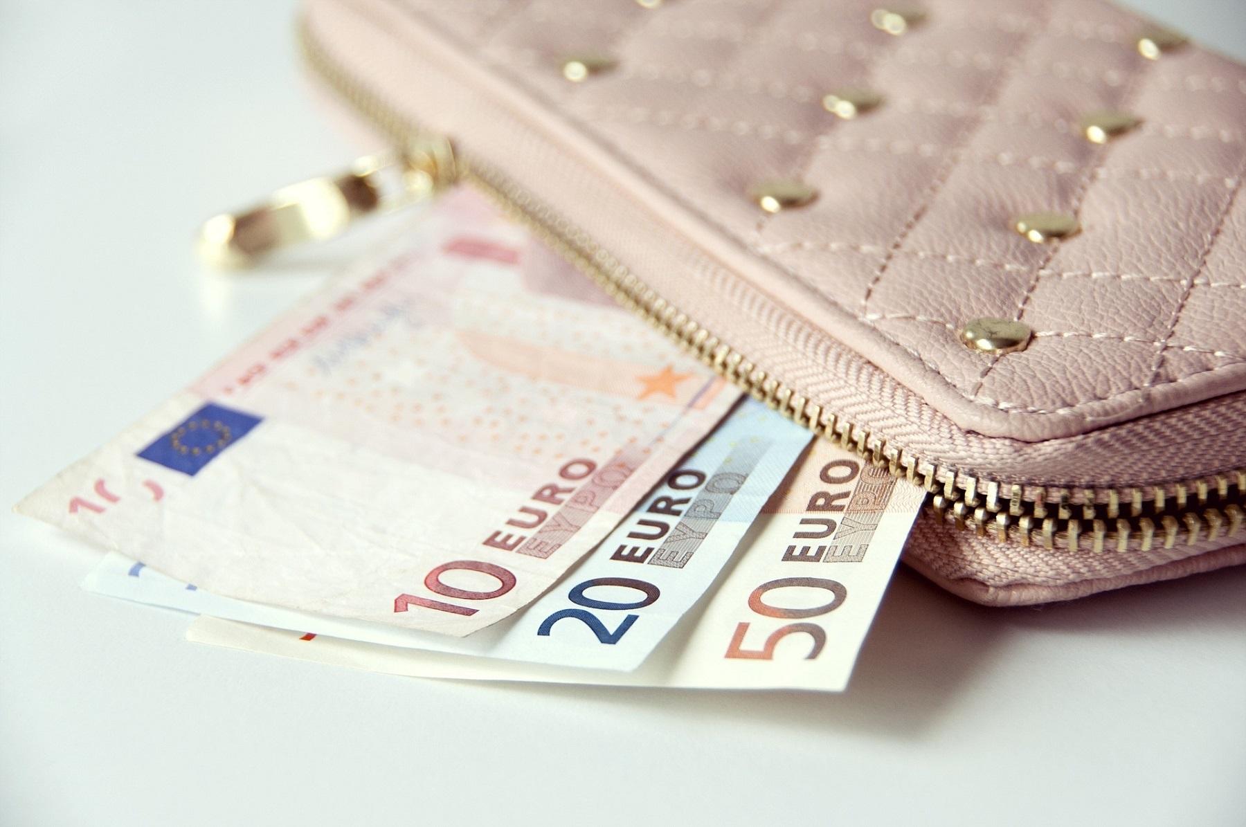 Confesercenti: Istat certifica crollo record, spariti 72 miliardi di euro di consumi